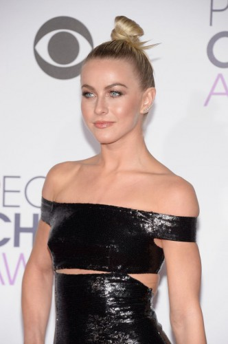 Julianne Hough at the 2016 People's Choice Awards;