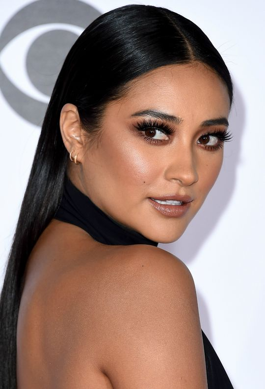shay Mitchell peoples choice awards 2016